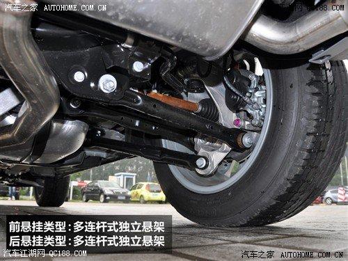 它的底盘结构也并非传统硬派suv的非承载式设计,粗实的连杆和副车架