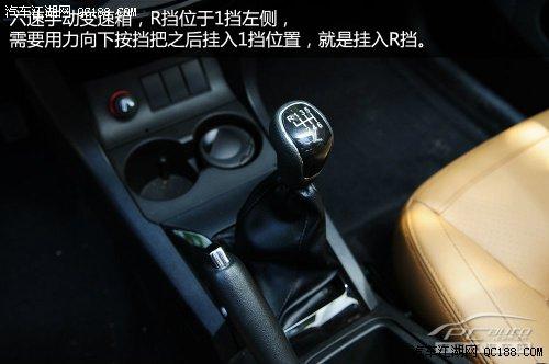 车外后视镜电动调节,调节区位于主驾车门上.