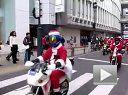 招摇过市-圣诞老人摩托车队驶过东京街头