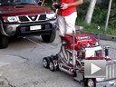 令人惊讶的力量 超强遥控车拖动SUV