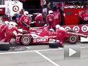 赛车手进站换轮胎撞翻工作人员惊人一幕